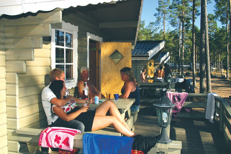 Golf Package, Cottage – play golf and stay in one of our nice self-catering cottages at Norrfällsvikens Camping & Stugby