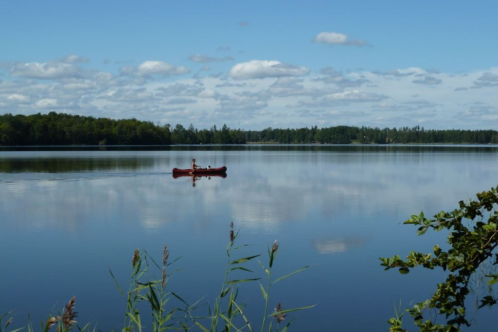 Canoeing in lake Åsnen and living in a cottage close to nature