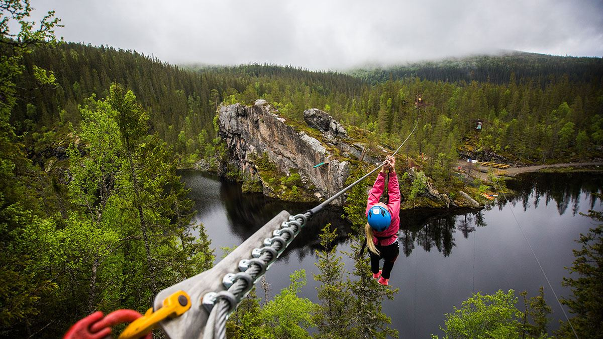 Experience vertiginous adventures on the other side of the border!