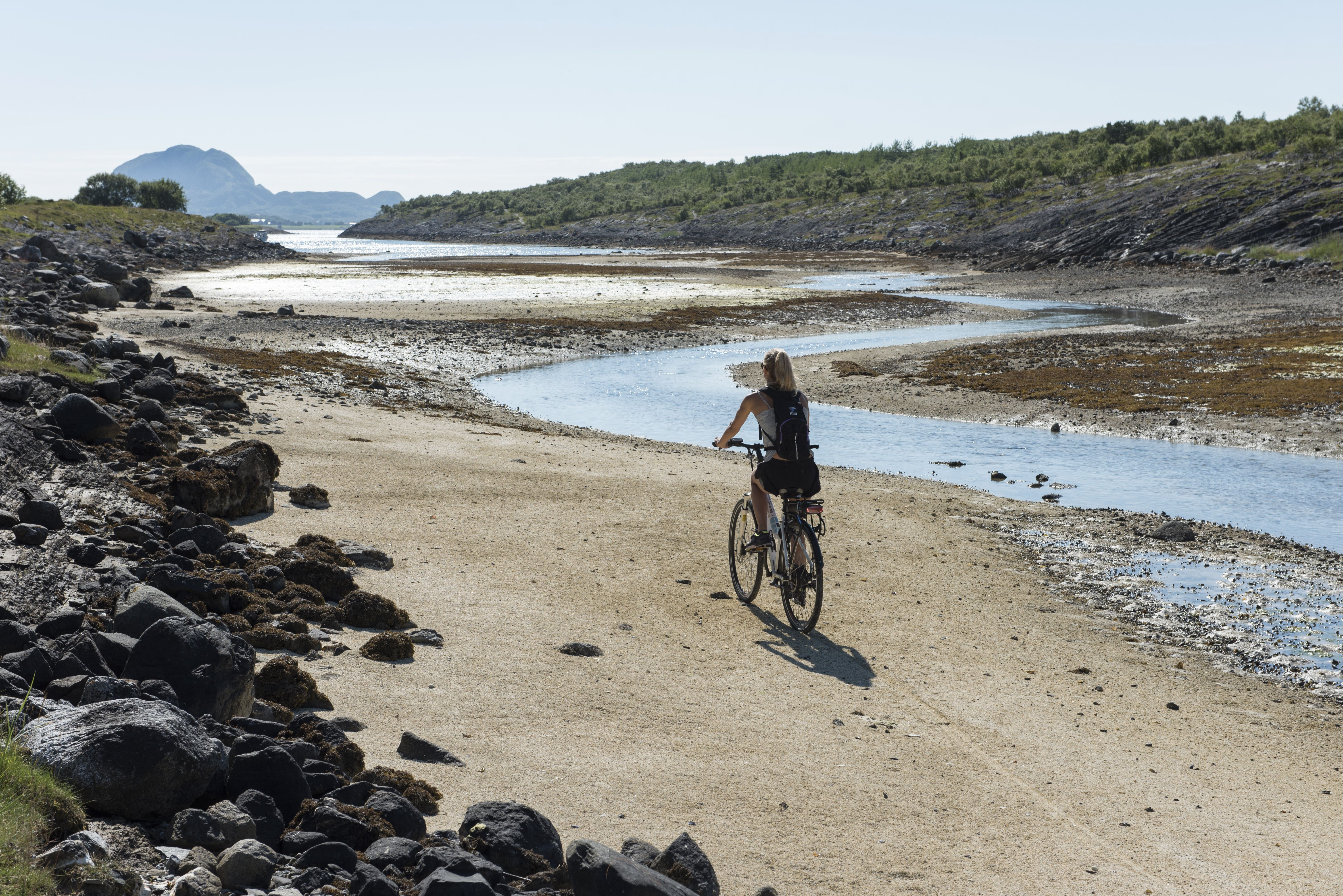 A bicycle tour with tasteful experiences at the beautiful coast of Helgeland