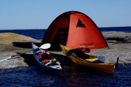 Go kayaking in the wonderful Gryt archipelago and stay at KustCamp Ekön