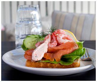 Ät en härlig smörgås med färsk fisk på Smyge fisk