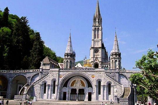 Excursion en autocar à Lourdes pour un pèlerinage diocesain par le Basque Bondissant