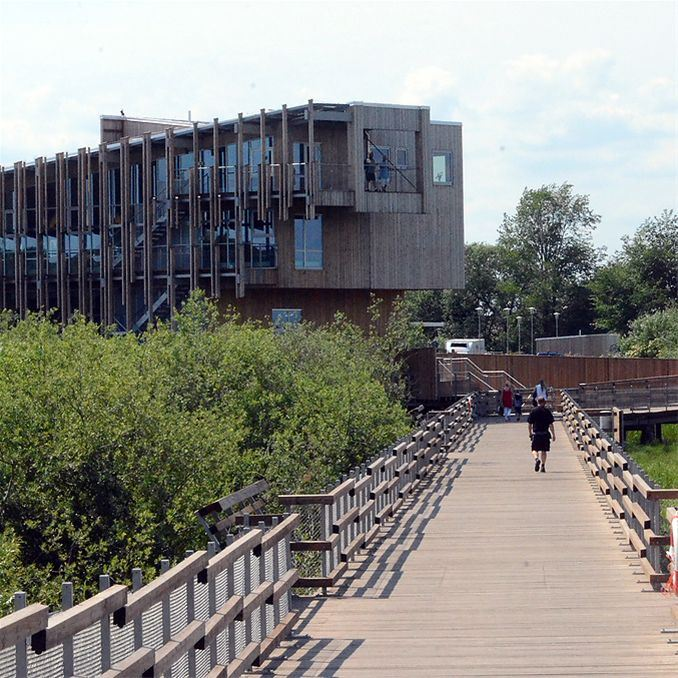 En gång och cykelbro förbinder centrala Kristianstad med naturum