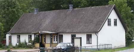 Byggnaden är från 1830, alltså 12 år innan vårt land fick sin första folkskolestadga.