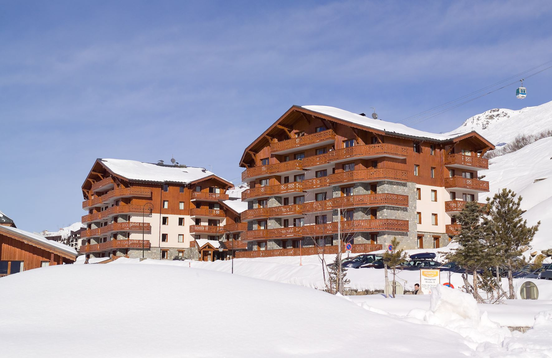 "Residence ski-in ski-out / LES CHALETS DE L'ADONIS (3 Snowflakes ""Gold"")"