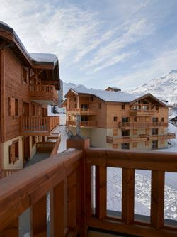 """Résidence at 150m from the slopes / LES CLARINES (CGH - 4,5 Snowflakes """"Gold"""")"""