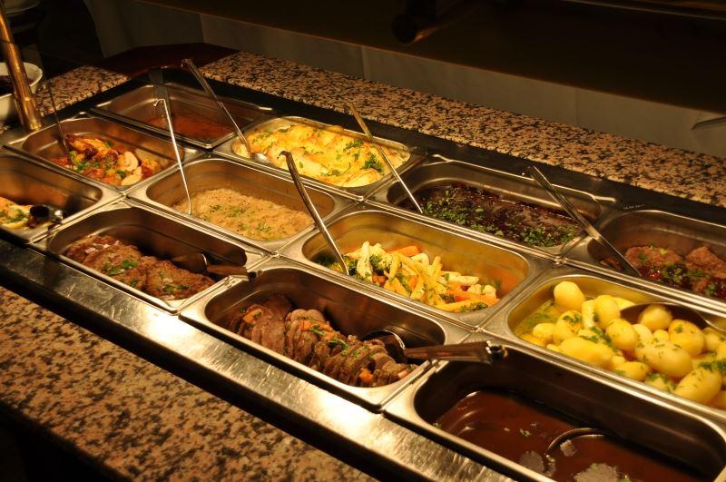 Hafjell Resort,  © Hafjell Resort, Varmretter i familiebuffeten.
