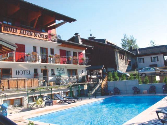 Отель Loc Alpen Sports