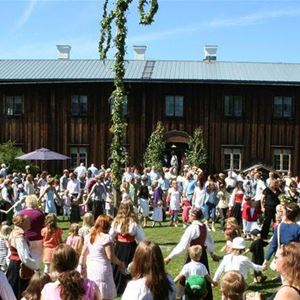 Yngve Karlsson, Midsommar i Ljusdal