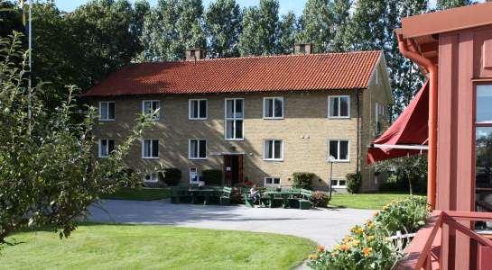 Bild hämtad ifrån: http://www.svenskaturistforeningen.se/sv/upptack/Omraden/Skane/Vandrarhem/STF-Vandrarhem-Horby/?intro=false, STF Råbyhill Vandrarhem