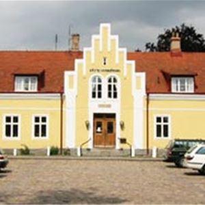 Anderslövs gästis är ett gästis med gamal anor beläget utmed den berömda landsvägen.