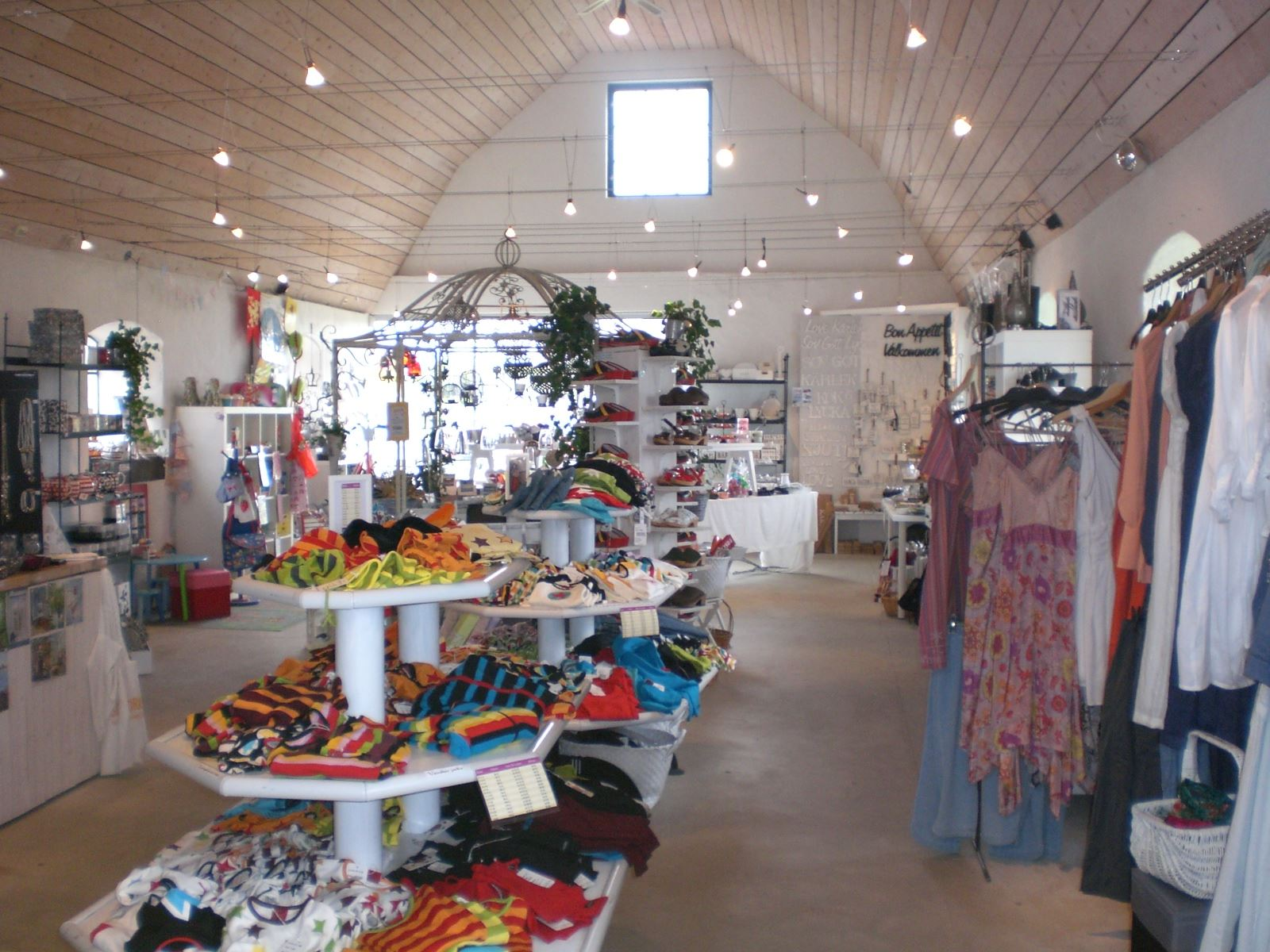 Cecilia Krämer, Kläder, inredning och mycket mer finns att hitta i butiken