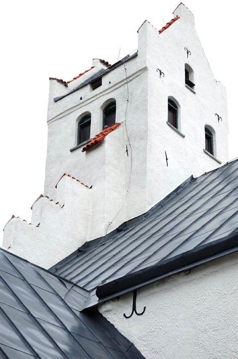 © Anderslövs Församling, I gamla tider använde sjömän kyrktornet med de säregna konturerna som sjömärke.
