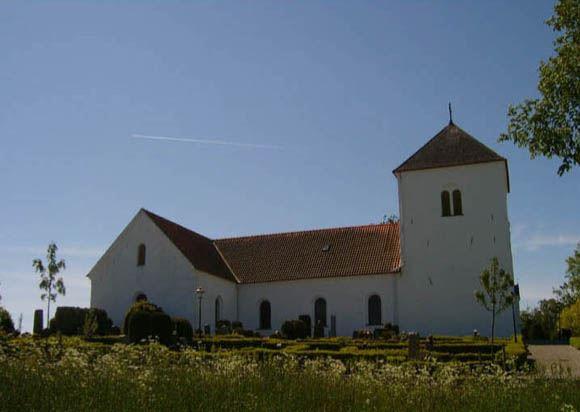 © Anderslövs Församling, Kyrkan av vitputsad natursten uppfördes ursprungligen i slutet av 1100-talet