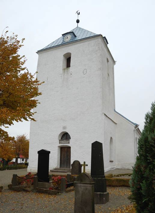 © Anderslövs Församling, Det nuvarande tornet uppfördes 1780 på de gamla medeltida murarna.