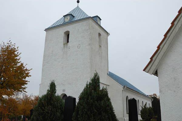 © Anderlövs Församling, Kyrkan är ursprungligen byggd på 1100-talet, men endast nedre delen av tornet är kvar från den tiden.