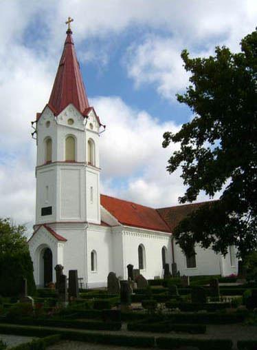 © Anderslövs Församling, Tornet har åttakantiga gavelspetsar och hög åttakantig spira