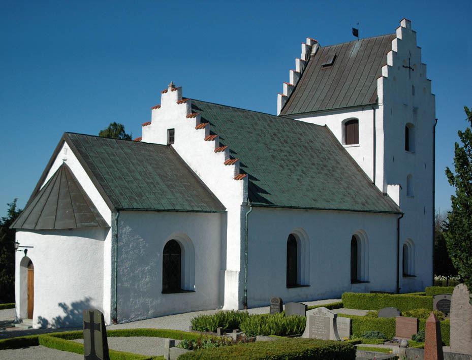 © Dalköpinge Församling, Kyrkoköpinge kyrka med långhus, kor och absid uppfördes redan under 1100-talets senare del.