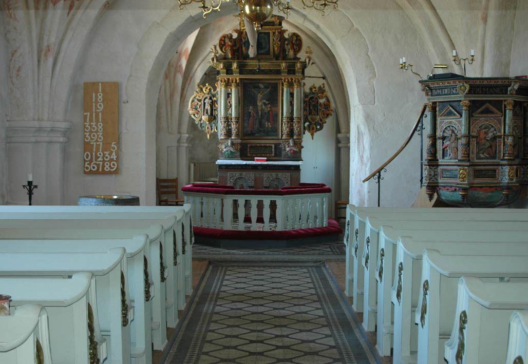 © Dalköpinge Församling, Tack vare en inskription på latin nedanför altartavlan kan vi datera altaruppsatsen till 1631.