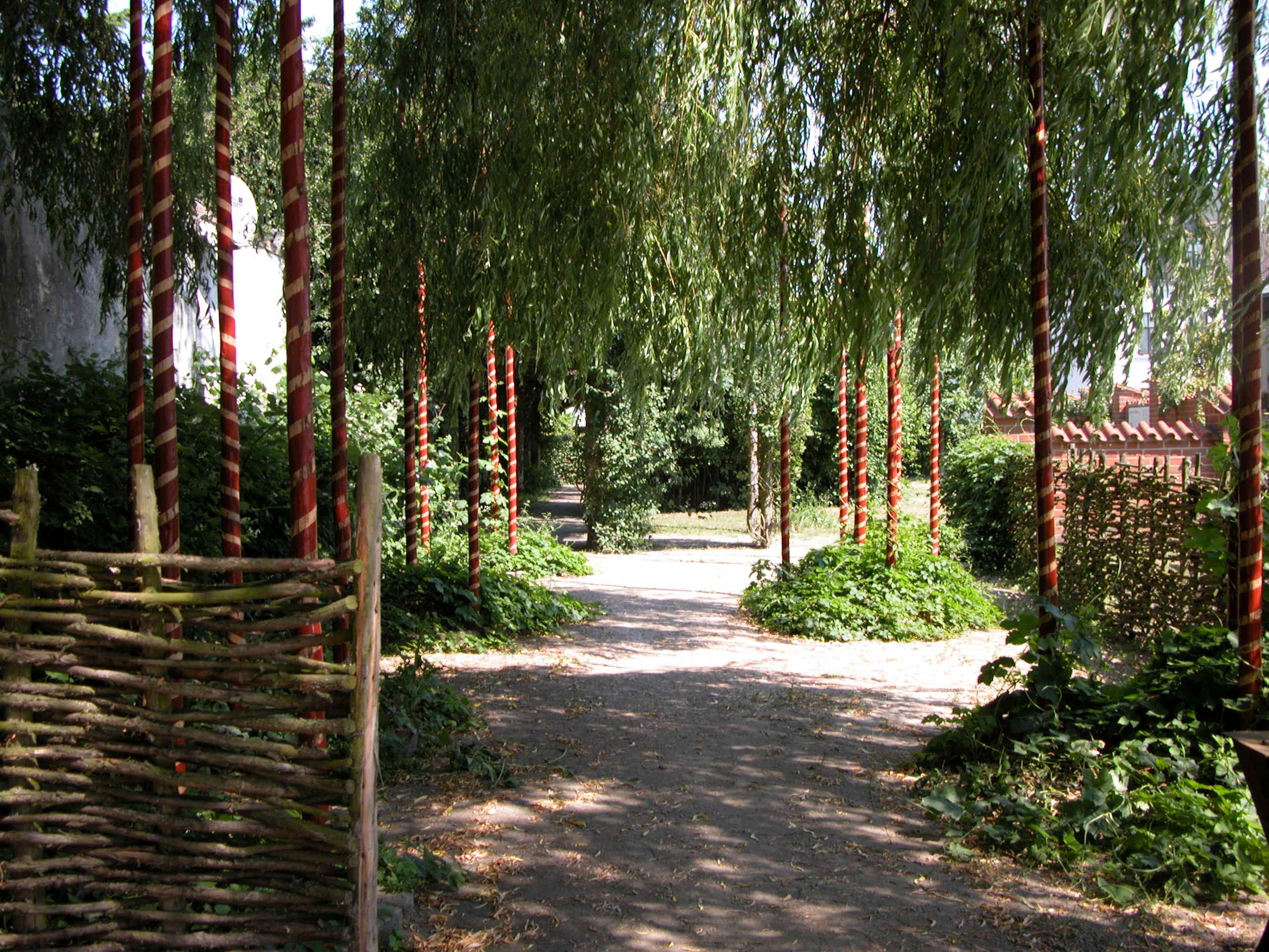 Det här är en härlig oas, som gjord för att vila fötter och själ en stund i!