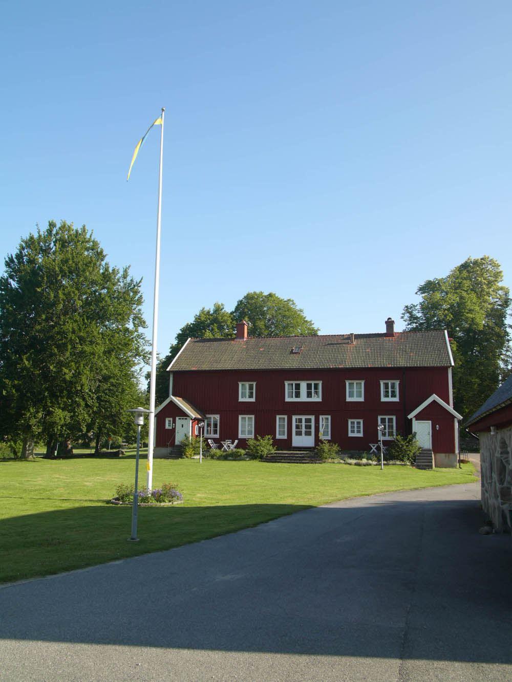Huvudbyggnad på Glimåkra Folkhögskola och vandrarhem i Broby