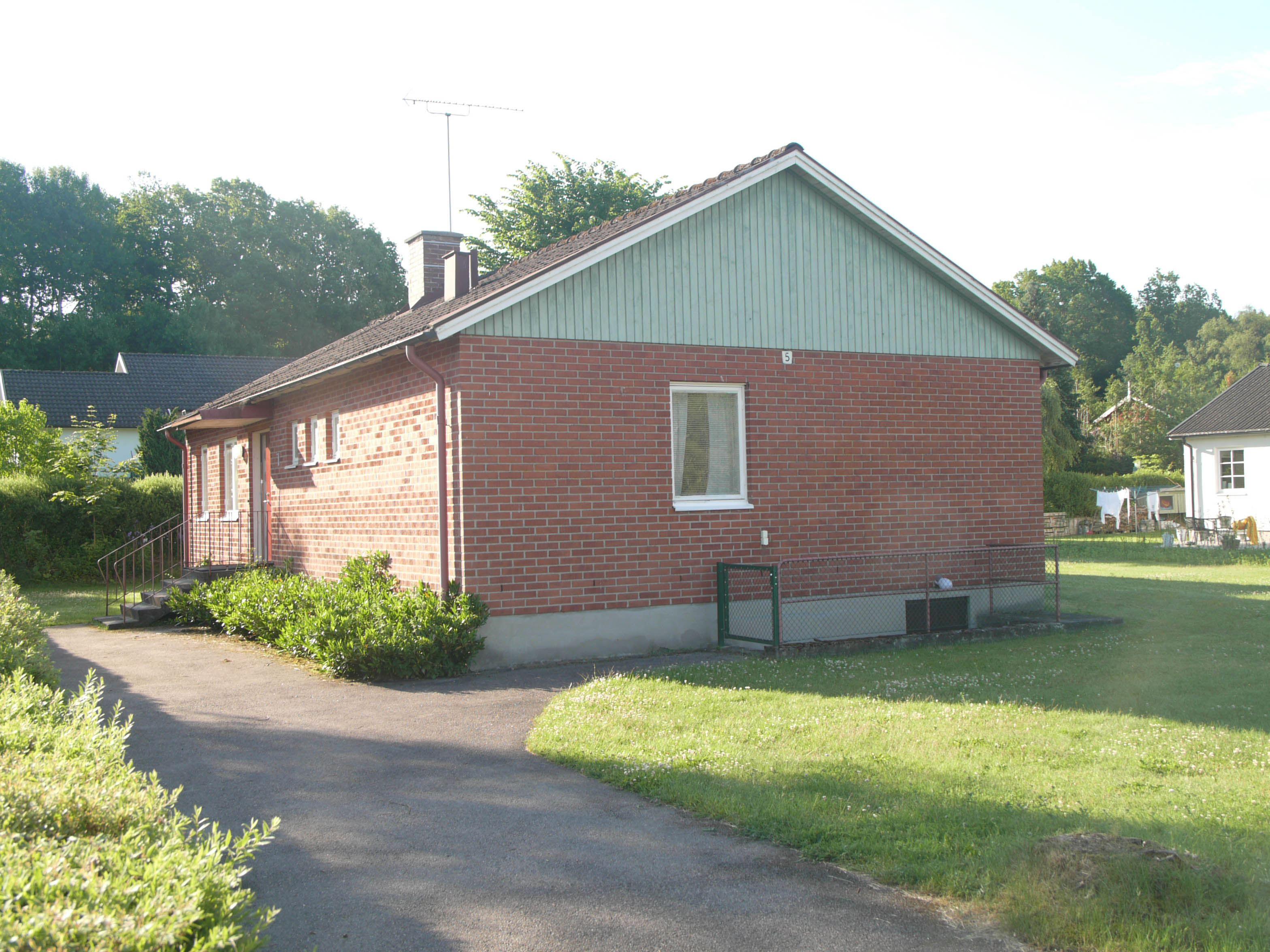 Hus på Glimåkra folkhögskola och vandrarhem i Broby