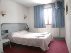 Hôtel skis aux pieds / HOTEL CARLA (2 Flocons