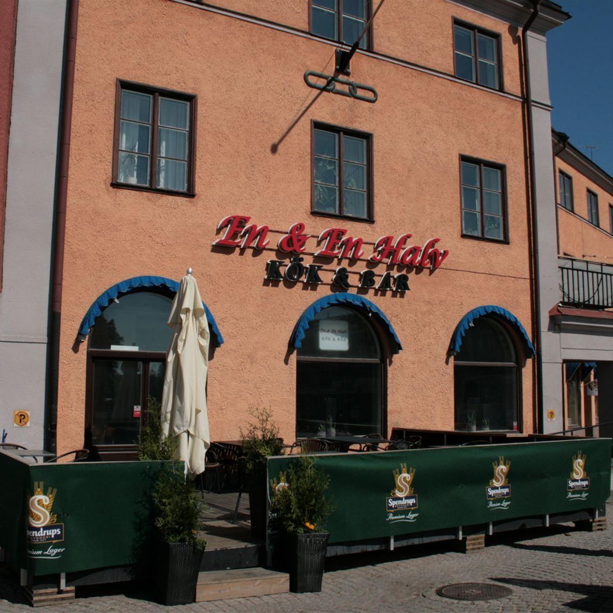 En & En halv Kök och Bar