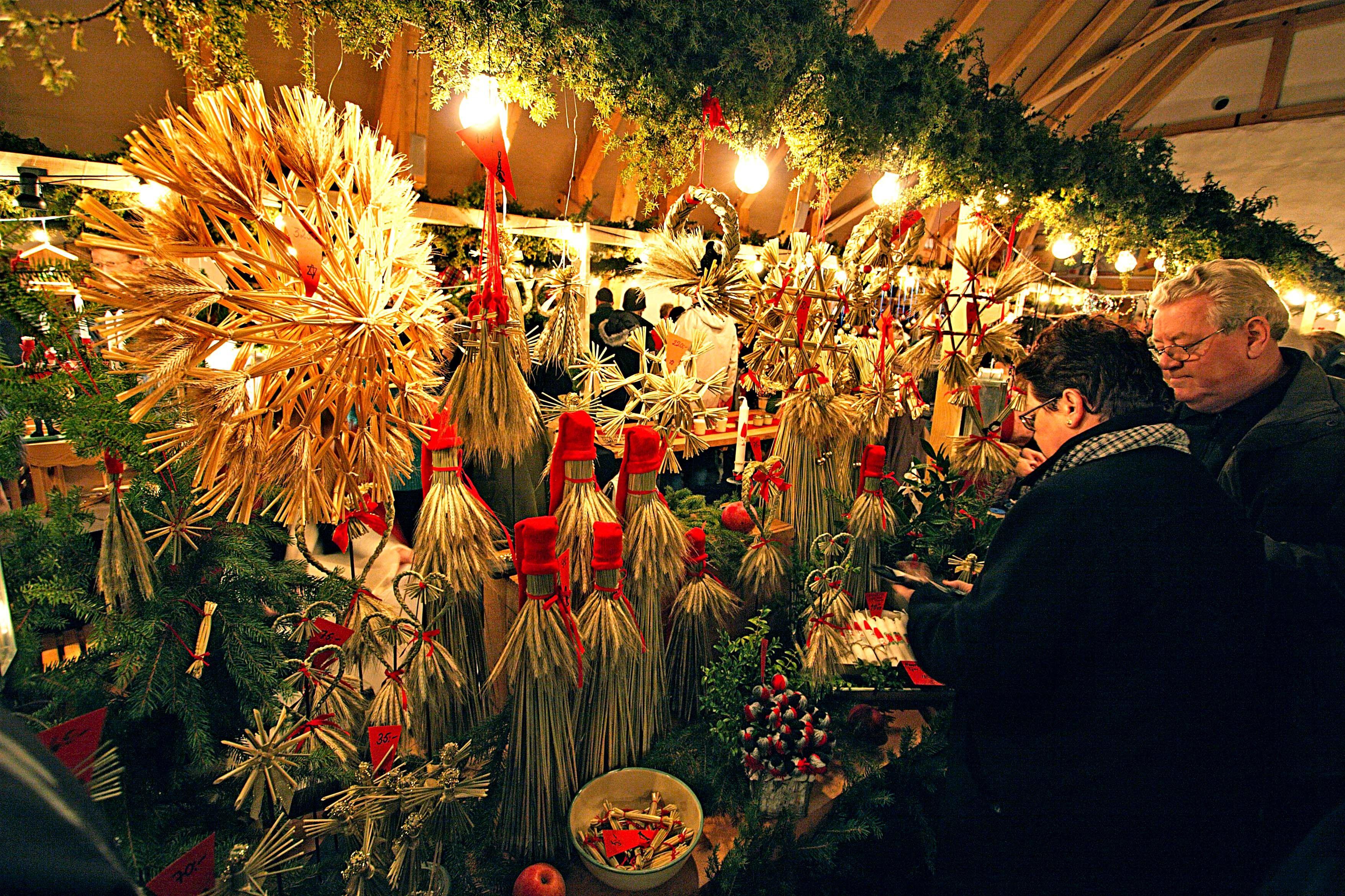 Julmarknad i slottslängorna