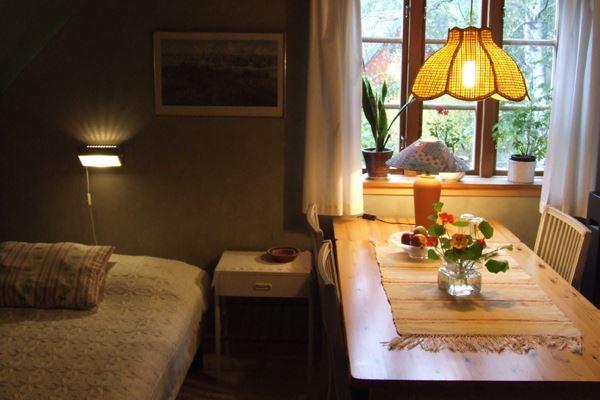 Bed & Breakfast - Gillis Hiller