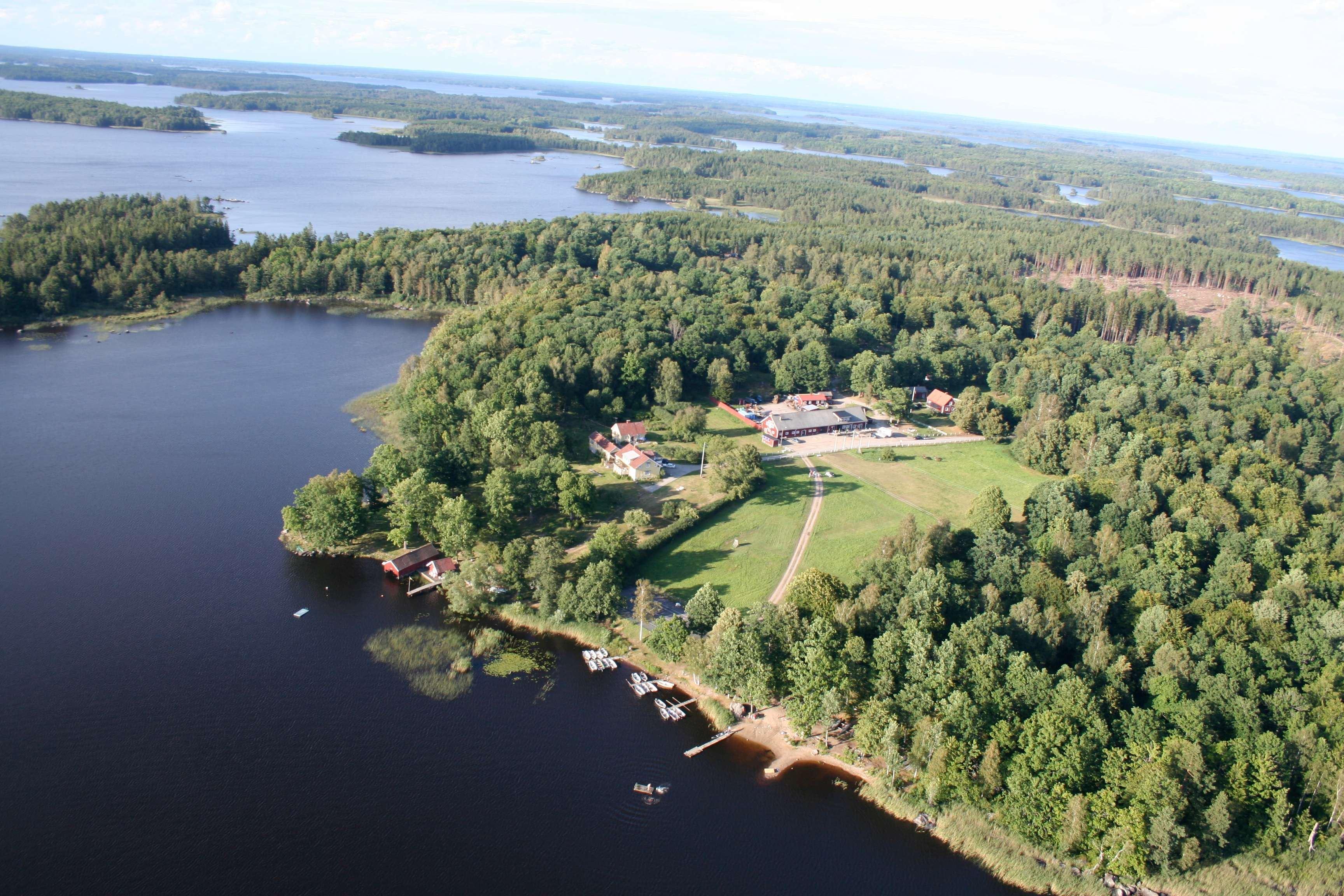 Alexander Mahmoud, Flygbild över Getnö och sjön Åsnen
