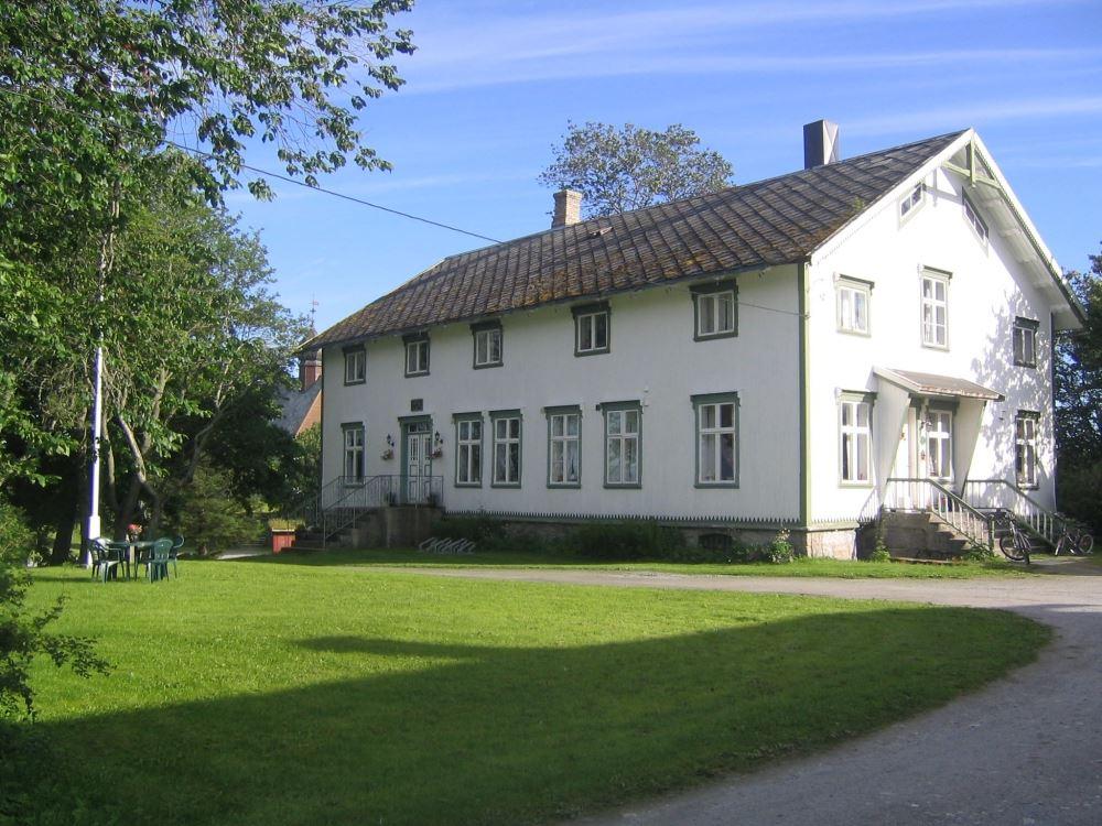 Dønnes gård