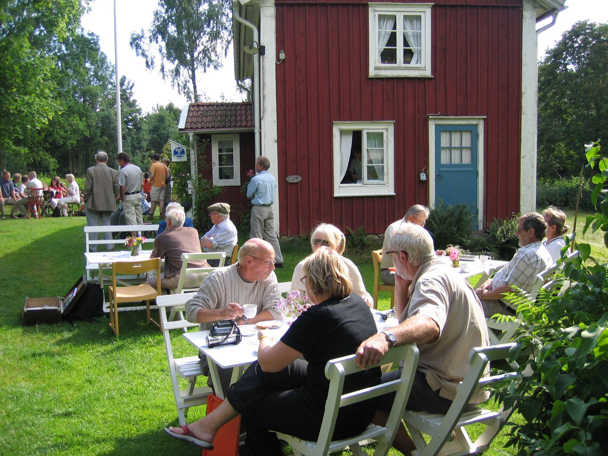 Roger Söderling,  © Älmeboda Hembygdsförening, Våffelfika vid hembygdsgården