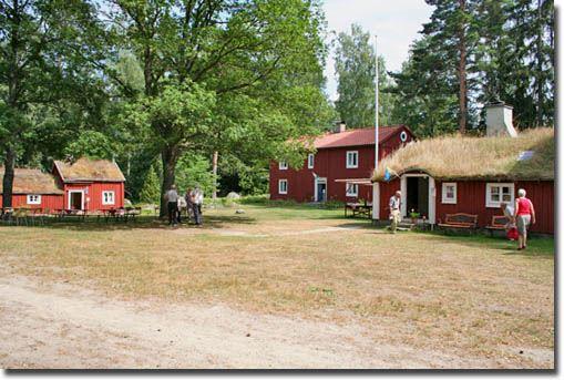 © Ryds Hembygdsförening, Hembygdsgården i Ryd. På gården finns även en Linbasta (torkhus för lin) med utställning om linberedning.