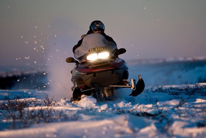 4 hours snowmobile tour - Experience the Finnmark plateau and frozen lakes incl. lunch