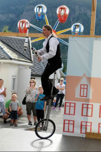 Esben Haakenstad,  © Hafjell Resort, Sirkus show i Lilleputthammer familiepark