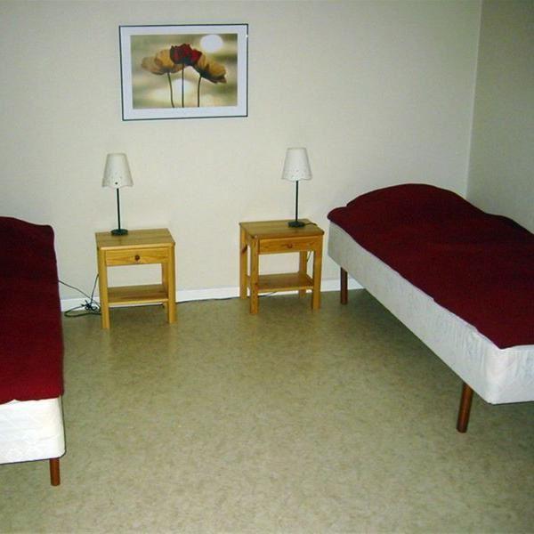 © Vänhems Vandrarhem, Enkel sängar på ett rum