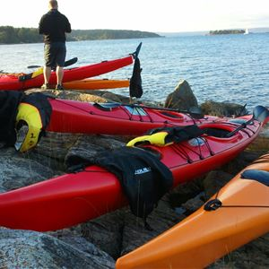 Kayak rentals and guided tours by Juniskär kayak