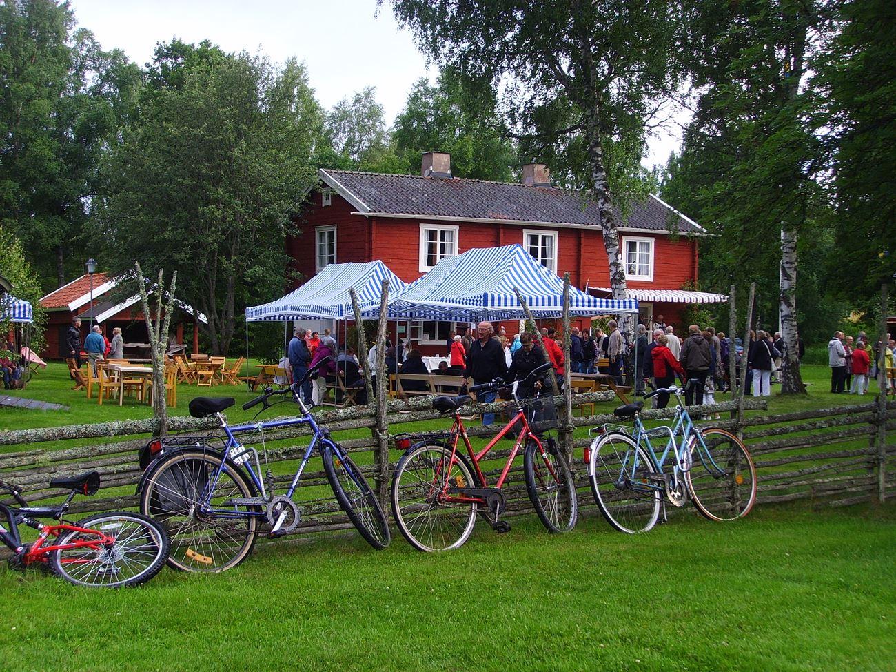 © Skede Hembygdsgård, Skede Hembygdsgård - Waffelservierung