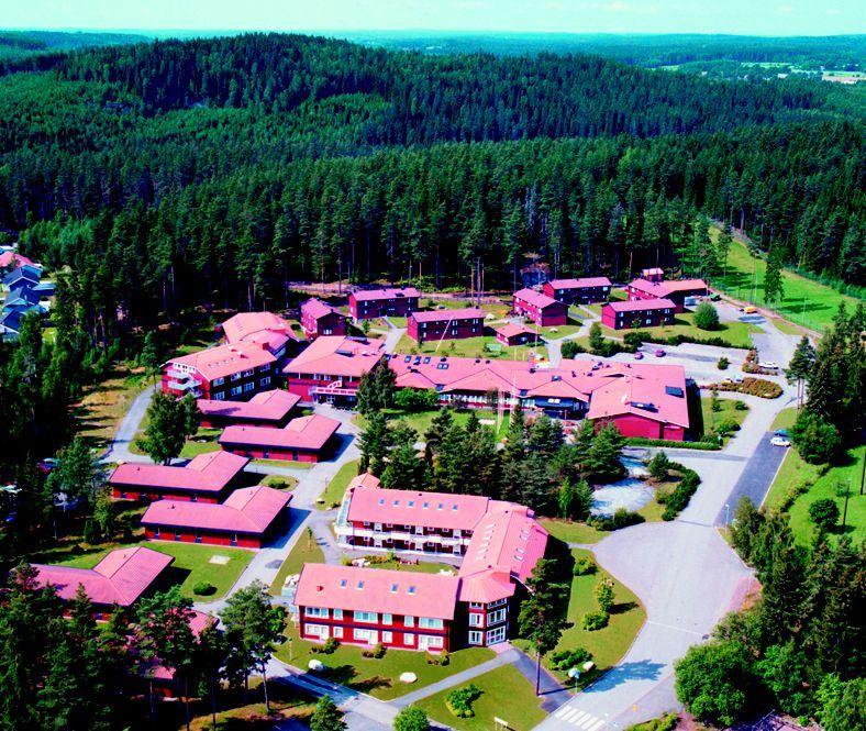 © Ädelfors folkhögskola, Flygfoto över folkhögskolan
