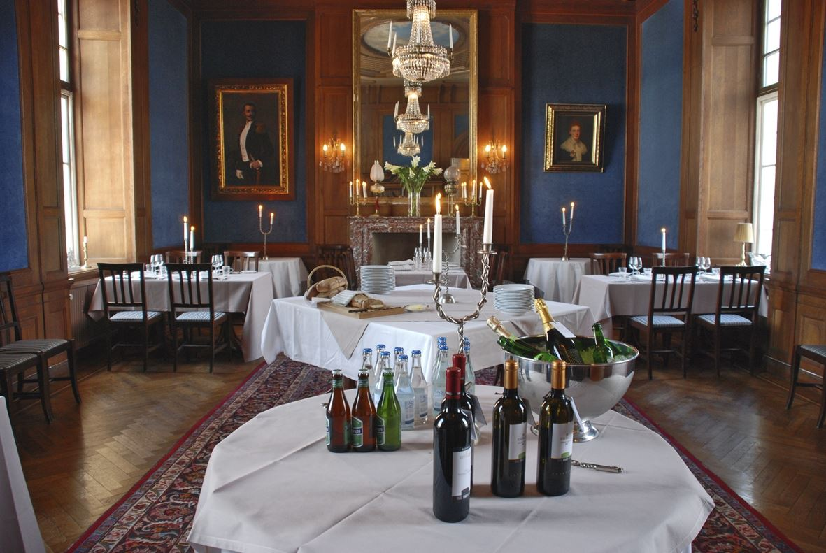 Slottshistorik med mousserande vin
