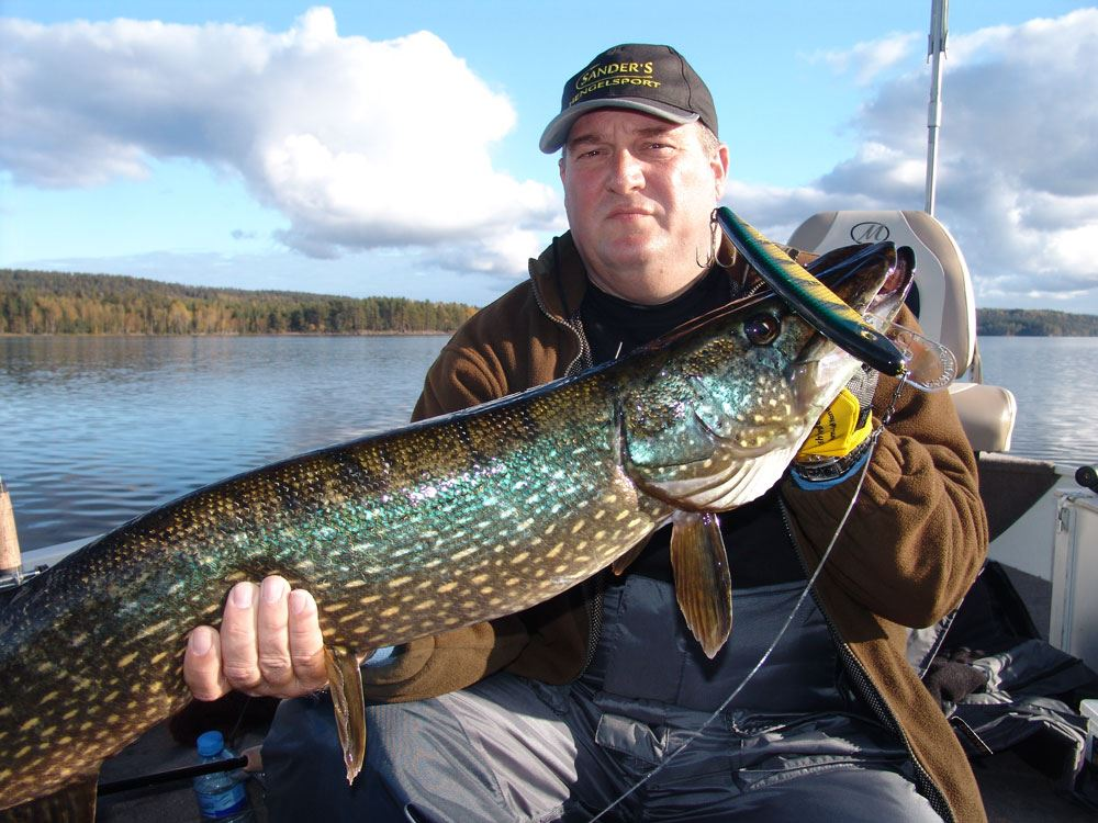 Karel Staas,  © KS, stor gädda i Norra Kornsjön i Dals eds kommun i Dalsland