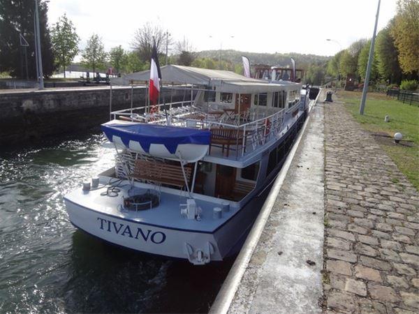 "Descente de la Seine, le 16 juin, à bord du ""Tivano"""