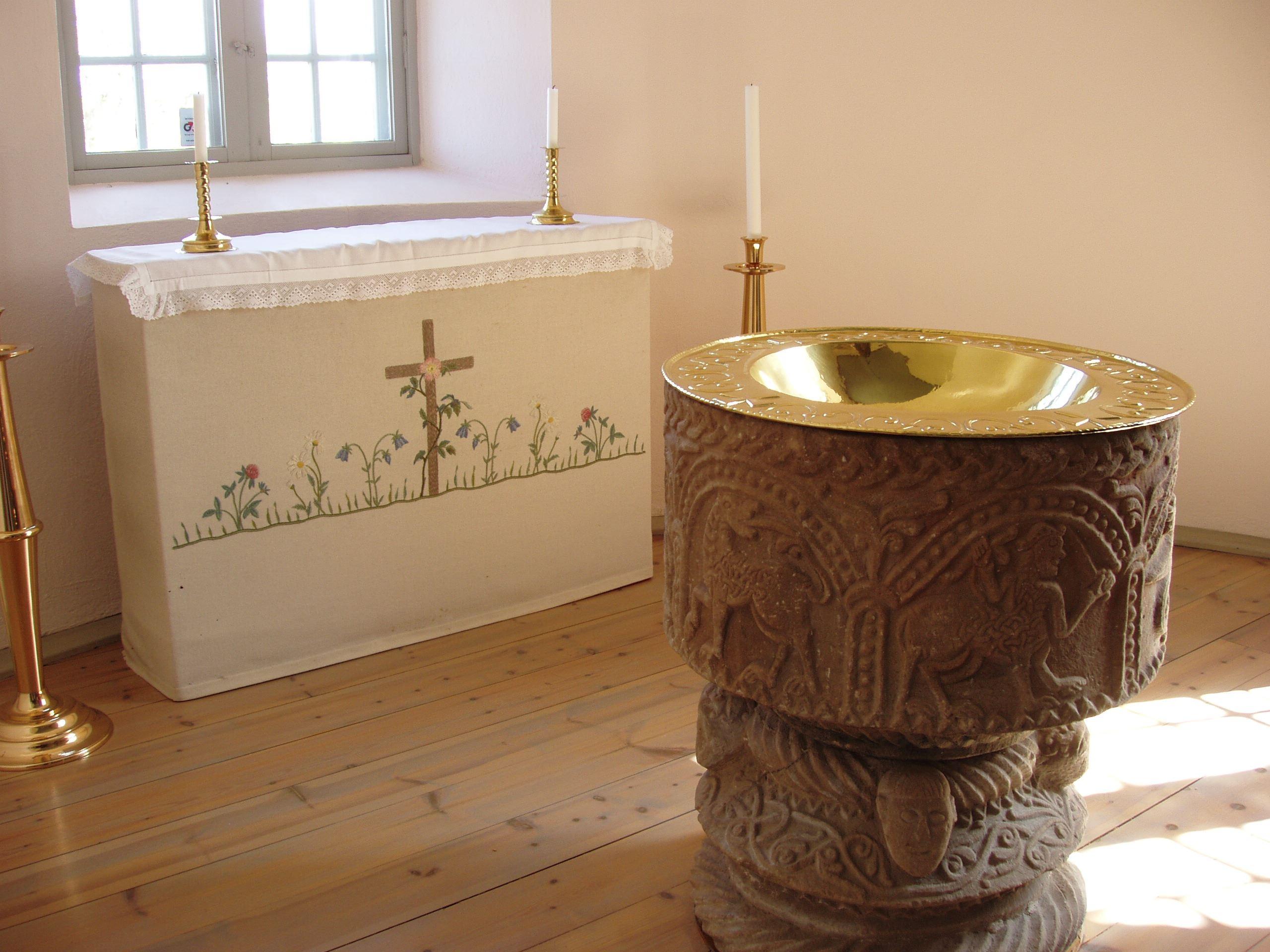 © Vetlanda Turistbyrå, Dopfunt - Nävelsjö kyrka