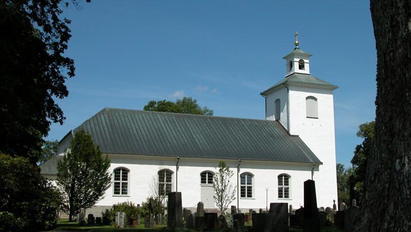 Stenbrohults kyrka och kyrkstallar