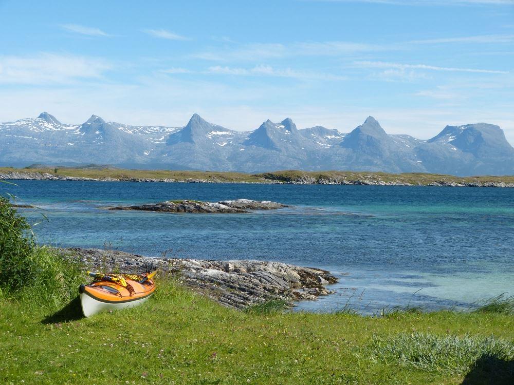 Experience Helgelandskysten - paradise for paddling.