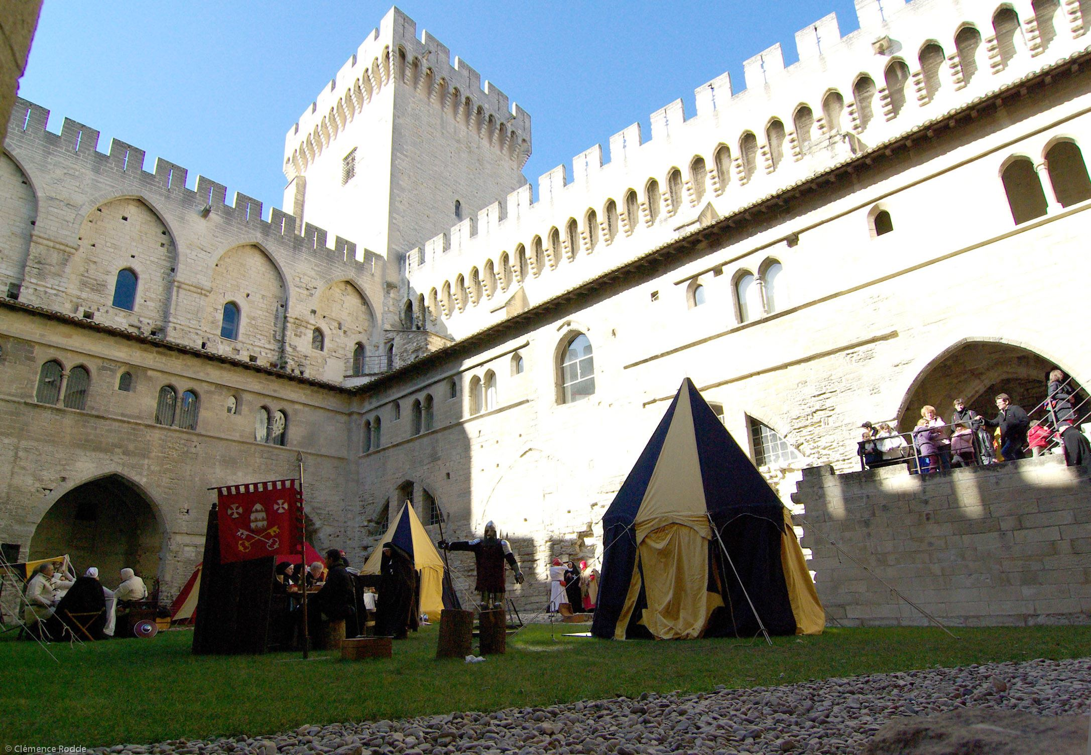 "Guided tour ""When the Popes lived in Avignon"" in french"