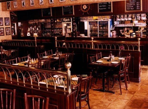 Restaurang Charlie,Chaplins Pub