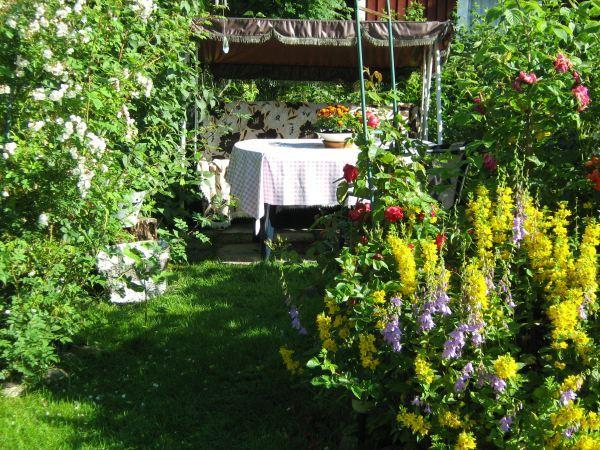 Babsans enkla trädgårdscafé